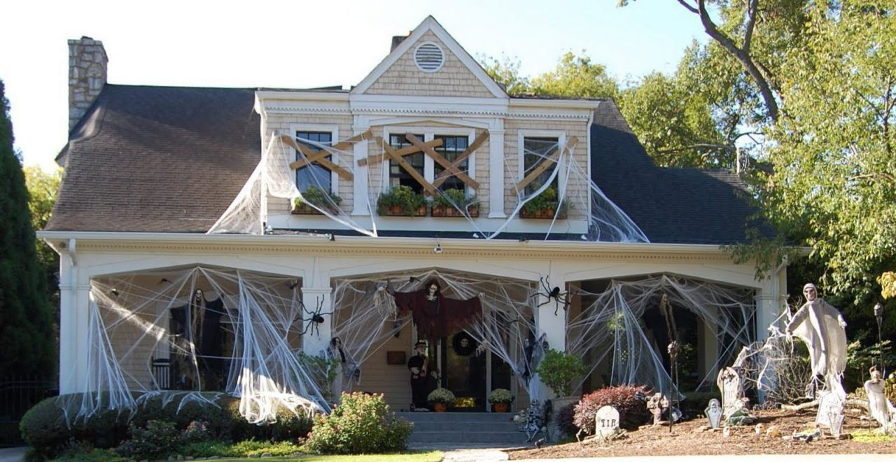 4 Simple and Innovative Outdoor Halloween Decorations
