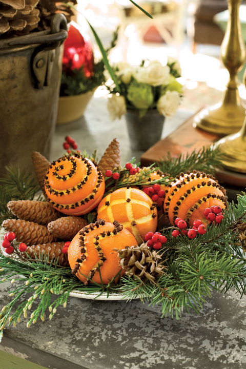 04-pine-cones-and-orange-christmas-table-decoration